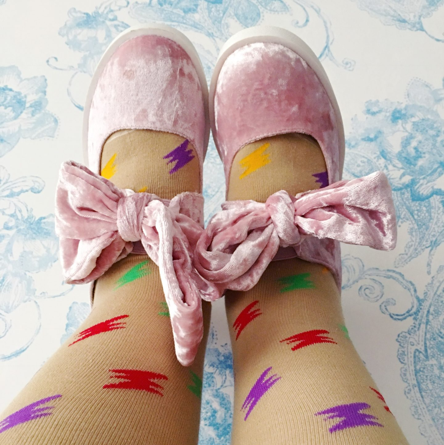 sock amore-socks-and-pink-velvet-shoes