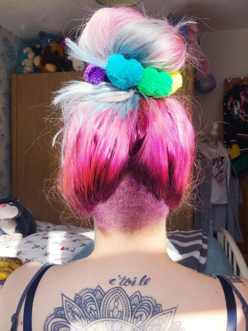 pompom-neon-scrunchies