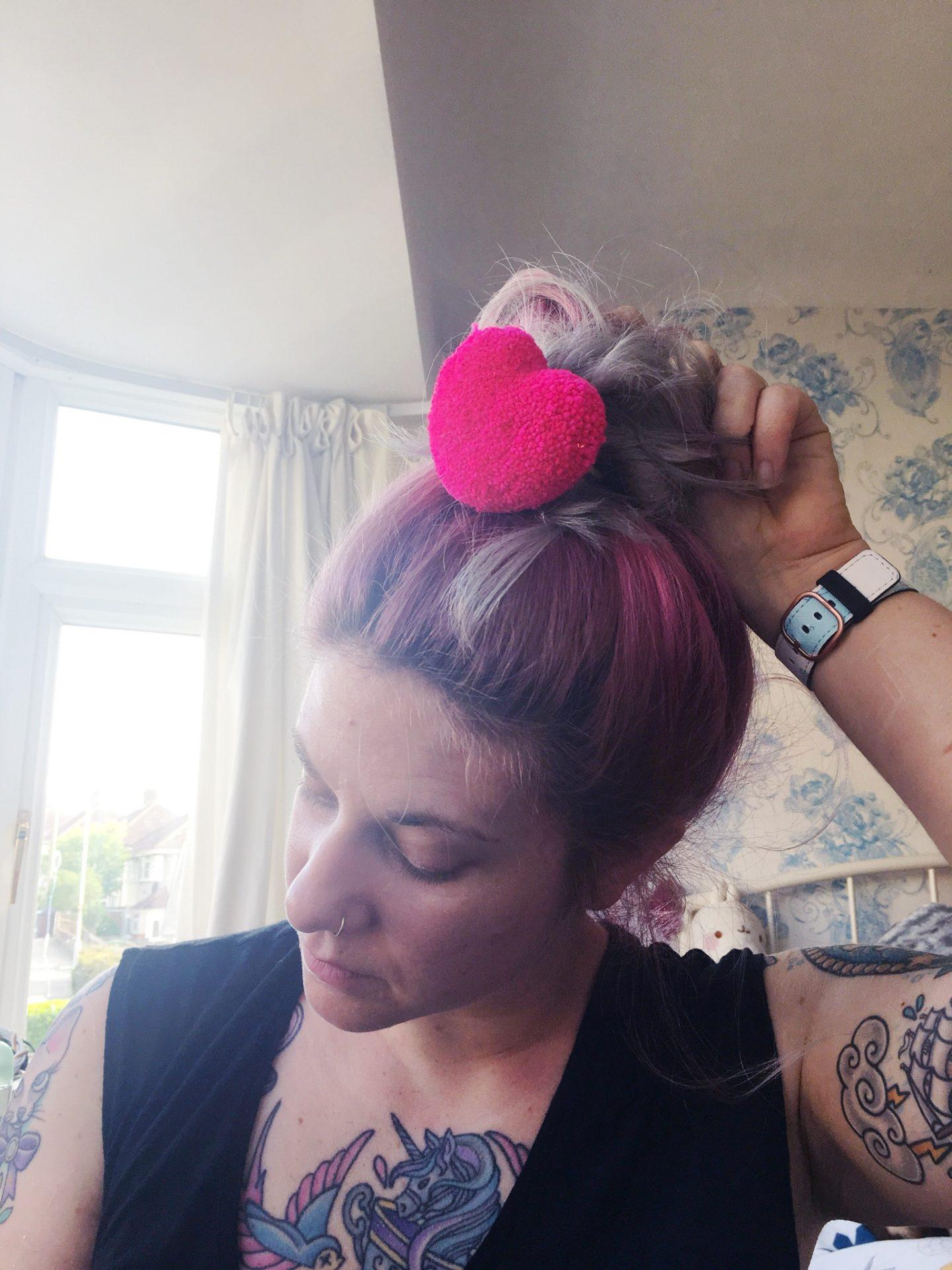 neon-heart-pompom-hair-bobble