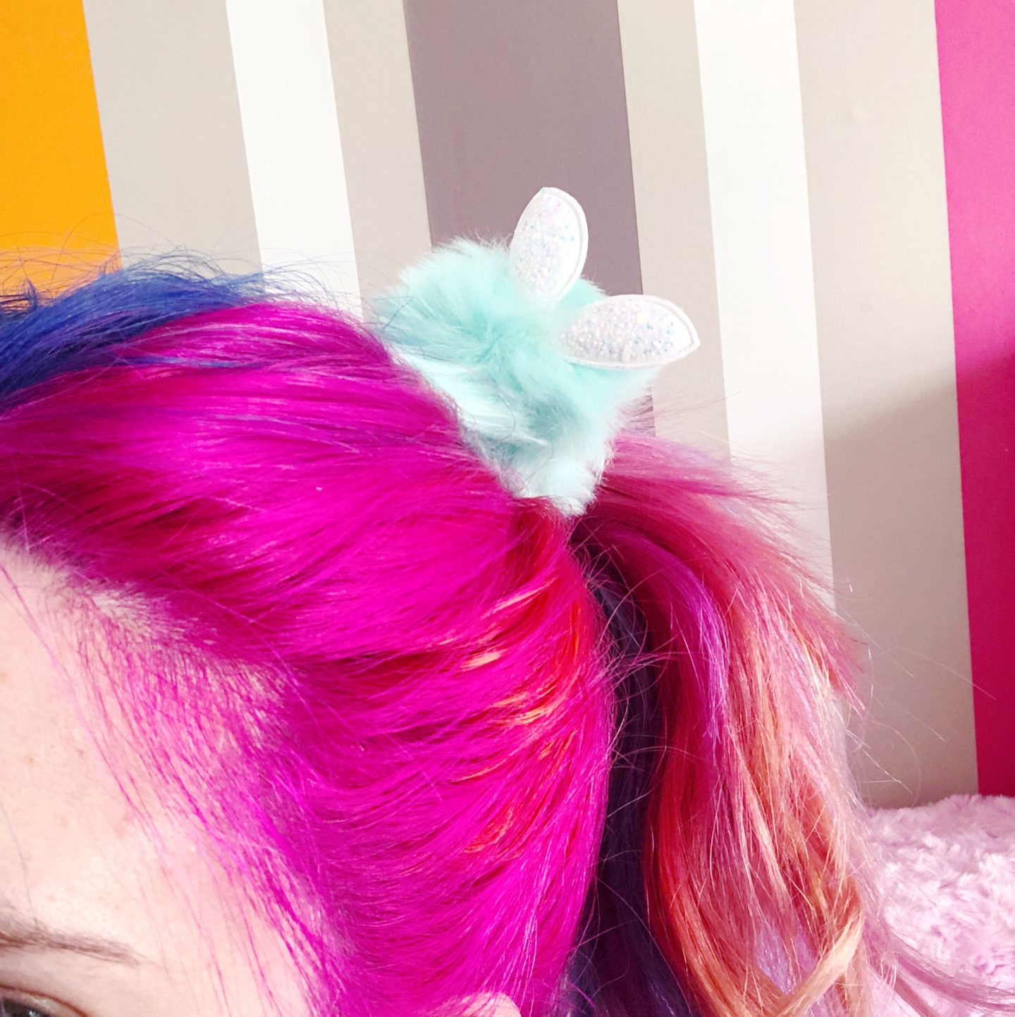 faux fur pom pom hair bobble in use